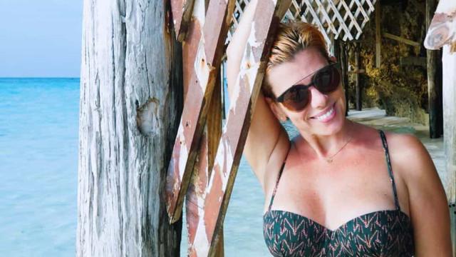 Mónica Sintra exibe silhueta durante férias de sonho com amigas