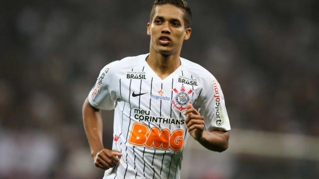 Imprensa brasileira revela o salário que Pedrinho vai auferir no Benfica