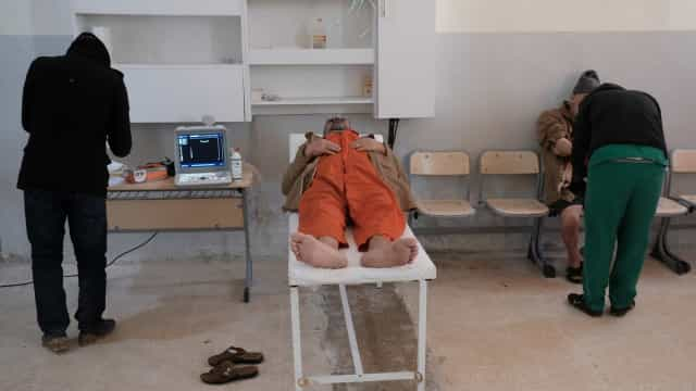 Por dentro das prisões em que membros do Daesh esperam para saber destino