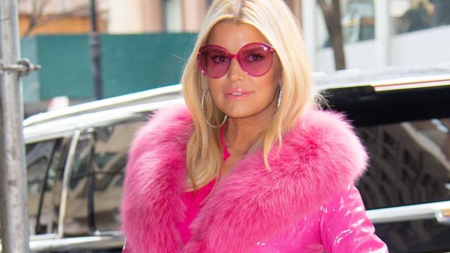 As celebridades que já foram criticadas por usarem roupa de pele