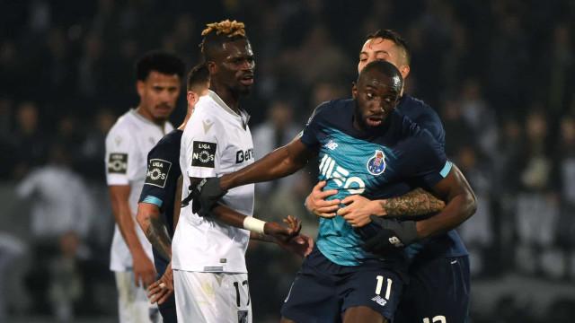 """Marega reage a ataque racista e culpa árbitro: """"Você é uma vergonha"""""""