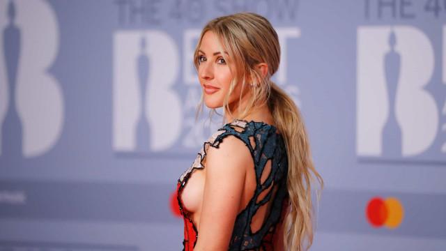 Ellie Goulding 'quebra' Internet com look arrojado em passadeira vermelha