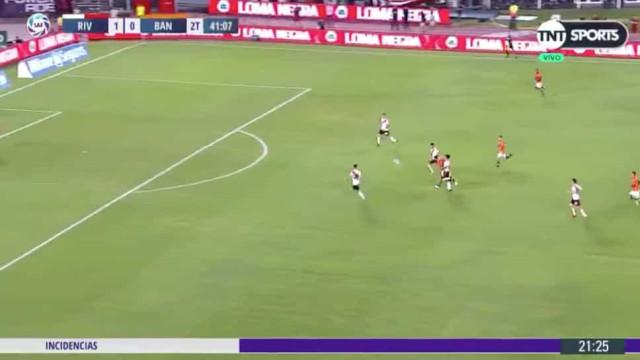 Quatro anos depois, Osvaldo voltou aos relvados... e quase marcou golaço