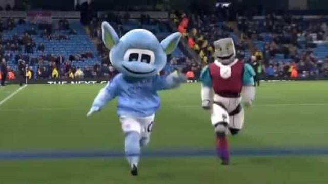 A imperdível corrida entre as mascotes de Manchester City e West Ham