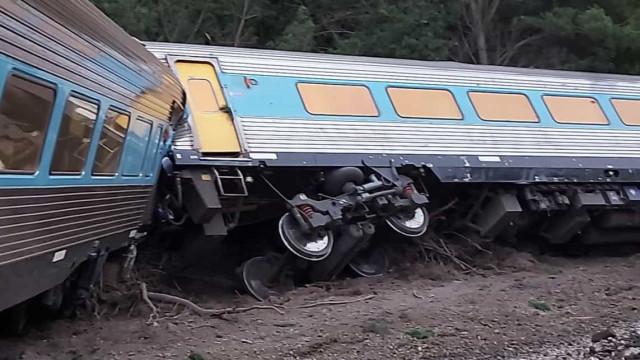 Comboio com 160 passageiros descarrila na Austrália