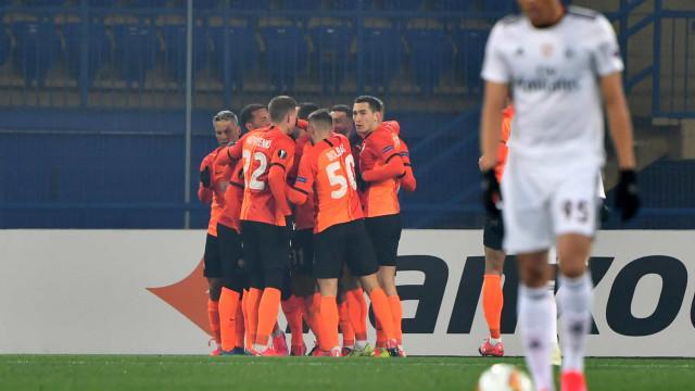 Benfica perde em Kharkiv, amplia série negativa e complica Liga Europa