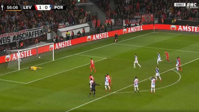 Bayer Leverkusen amplia vantagem com auxílio do VAR