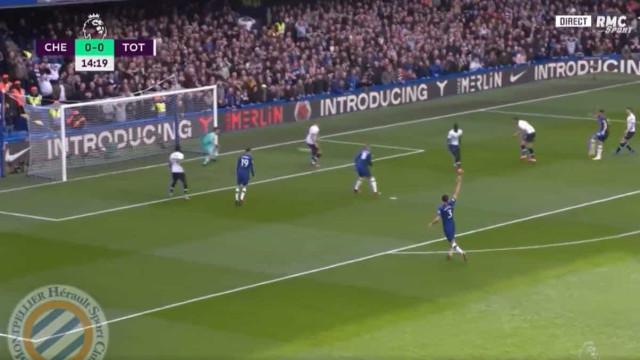 Bastaram 15 minutos para Giroud 'calar' Mou no regresso a Stamford Bridge