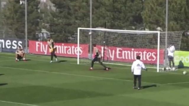 Atenção a este golaço de Jovic no último treino do Real