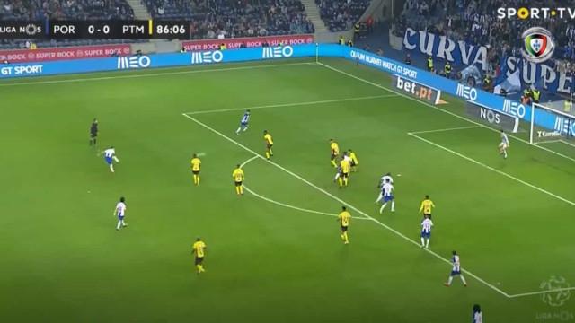 Alex Telles coloca FC Porto na frente com um autêntico 'míssil'