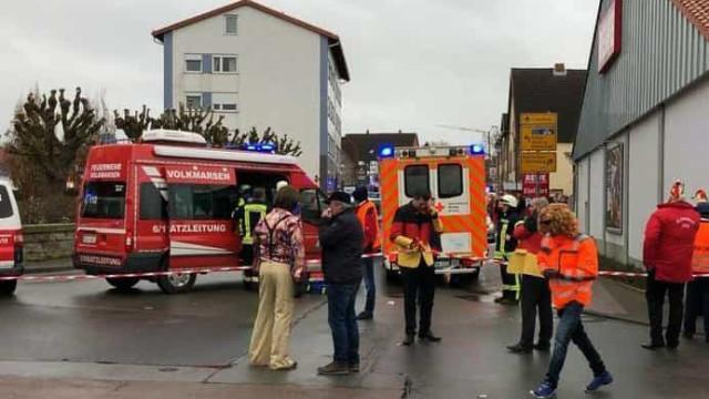 Carro atropela multidão na Alemanha e faz vários feridos
