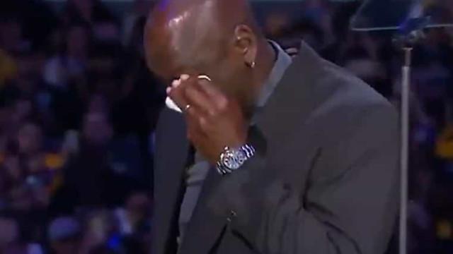 Michael Jordan chorou ao discursar no funeral de Kobe Bryant