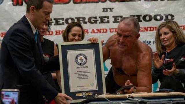 Homem de 62 anos fica em prancha durante mais de 8 horas e bate recorde