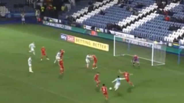 Willock, emprestado pelo Benfica, estreia-se a marcar pelo Huddersfield