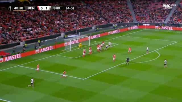 Shakhtar Donetsk 'gelou' a Luz aos 49 minutos