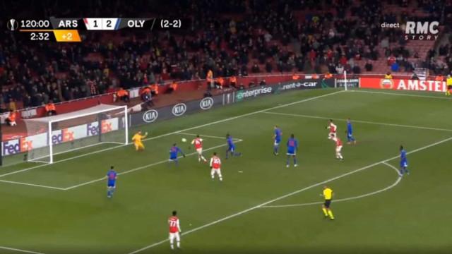 O falhanço incrível de Aubameyang que 'selou' a eliminação do Arsenal