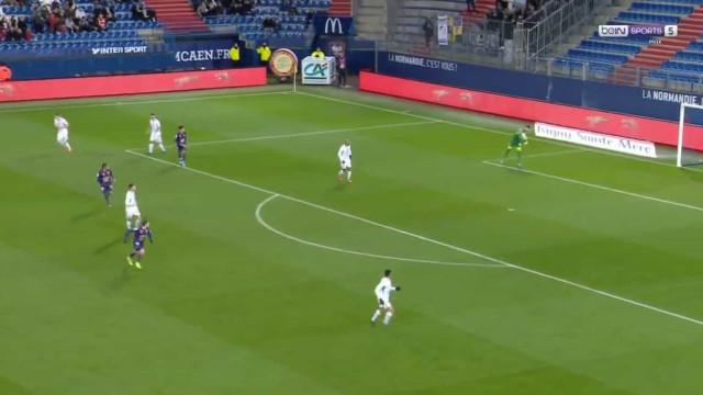 Guarda-redes do Grenoble marcou autogolo que vai direto para os apanhados