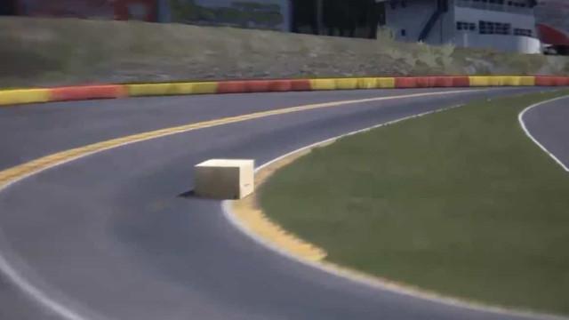Sim, não há F1 e esta é uma caixa da Amazon a fazer uma volta em Spa