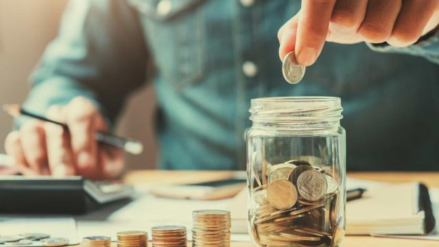 Se está em quarentena, saiba como pode poupar algum dinheiro