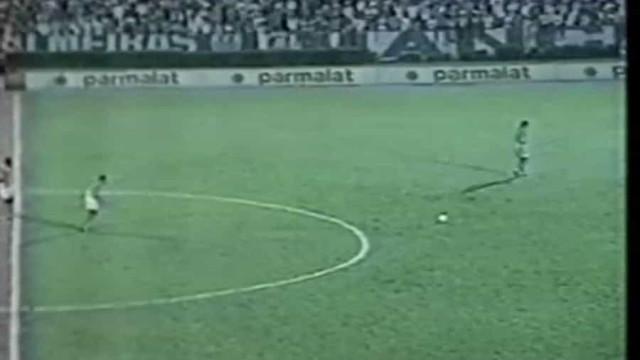 O 'desconhecido' livre de Roberto Carlos quando ainda jogava no Palmeiras