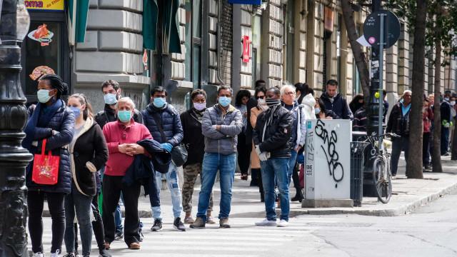 """""""Não temos dinheiro e precisamos de comer"""": Crise social no sul de Itália"""