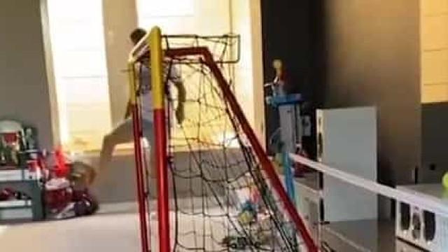 Toni Kroos recria golaço na Supertaça de Espanha em... casa