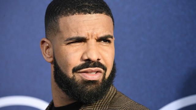 A ciência que explica os olhos azuis do filho de Drake