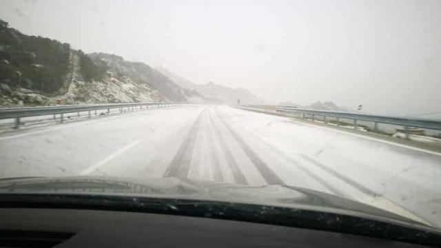 Primavera? Imagens mostram que está a nevar (e bem!) no Norte de Portugal