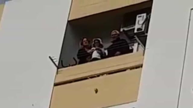 PSP canta os parabéns a mulher em isolamento em Castelo Branco