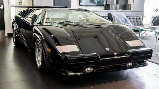 Sim, este Lamborghini Countach tem 135 km e está à venda