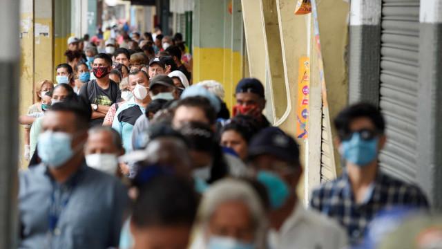 """""""Estão a deixar-nos para morrer"""": O grito de desespero dos equatorianos"""