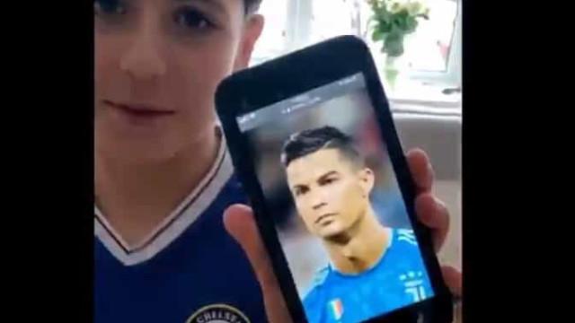 Pediu um corte de cabelo à Cristiano Ronaldo e foi tramado pelo pai