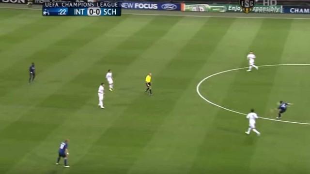 Foi há nove anos: Stankovic marcou do meio-campo para bater... Neuer