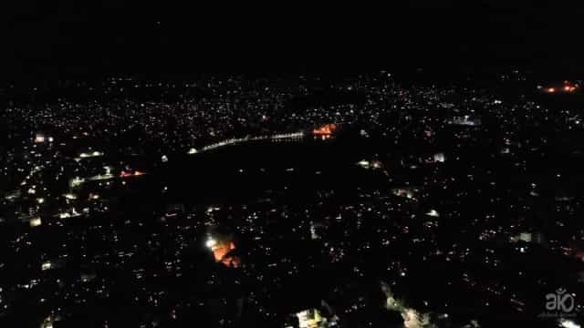 Índia está a usar velas e fogo de artifício para combater isolamento