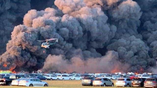 Incêndio num aeroporto da Flórida destrói mais de 3.500 carros