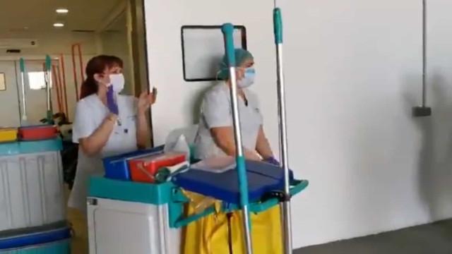 Covid-19: Em Barcelona, também bateram palmas às empregadas de limpeza