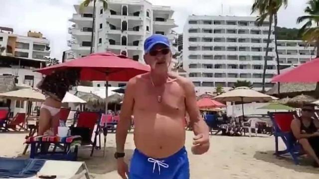 Turista inglês ignora quarentena no México e acaba a agredir jornalista