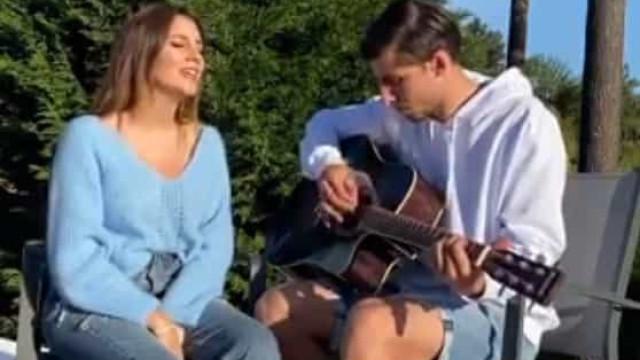 Rúben Dias como nunca o viu... a tocar guitarra