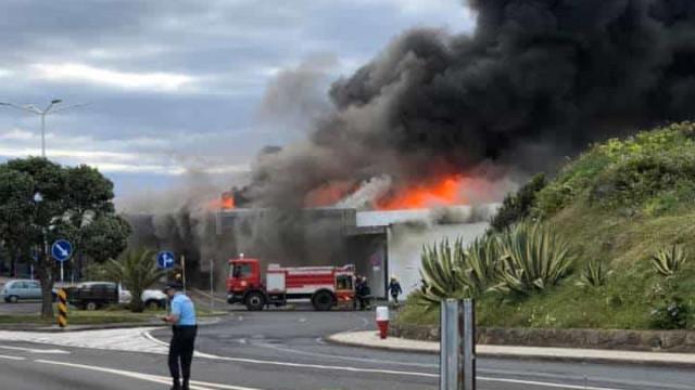 Fogo destrói terminal de cargas do aeródromo da ilha Graciosa