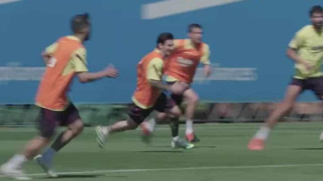 Messi voltou com 'fome' e nem os colegas poupou nos treinos do Barça