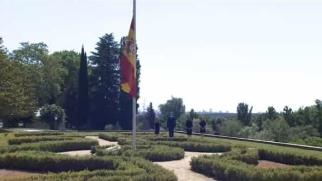 Casa Real espanhola 'veste-se' de negro para homenagear vítimas
