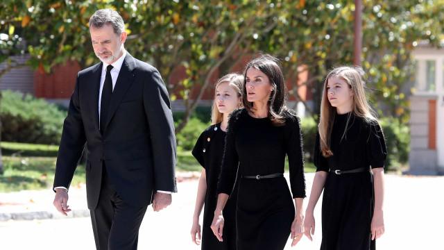 Reis de Espanha e infantas Sofia e Leonor homenageiam vítimas da Covid-19