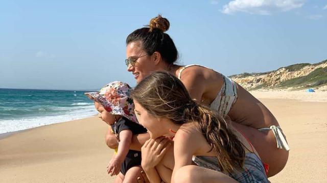 Vídeo. Cláudia Vieira partilha momento amoroso da filha Caetana na praia