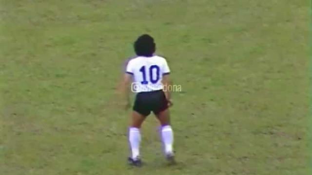 """""""A camisola 10 vai ser sempre minha"""": O recado de Maradona"""