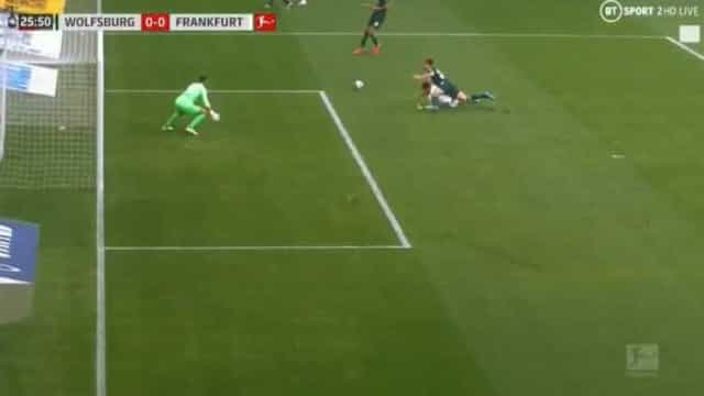 André Silva está de pé quente e volta a fazer 'estragos' na Alemanha