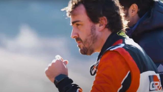 Toyota prepara lançamento da nova Hilux e Alonso já a testou