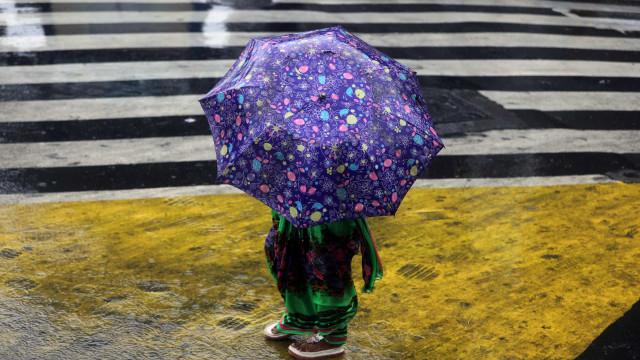 Depressão Alex traz chuva e vento. Seis distritos estão sob aviso amarelo