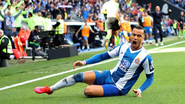 Espanhóis explicam labirinto de Raul de Tomas e Benfica 'esfrega as mãos'