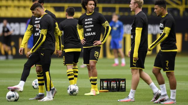 Jogadores do Dortmund fizeram aquecimento com 'camisolas especiais'