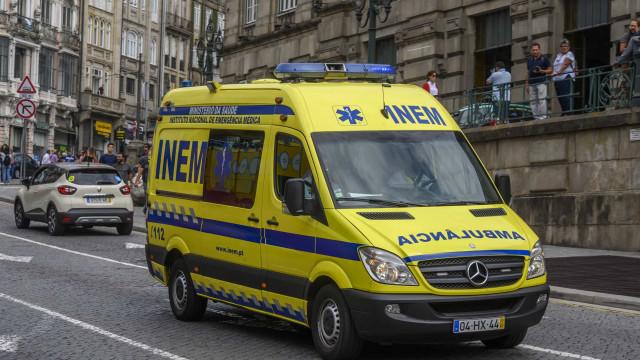 Uma das crianças do acidente em Rio Maior morreu e outra está em coma
